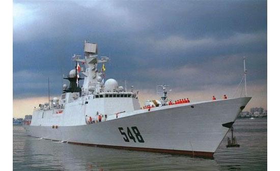 中国护航编队首次停靠卡拉奇港补给